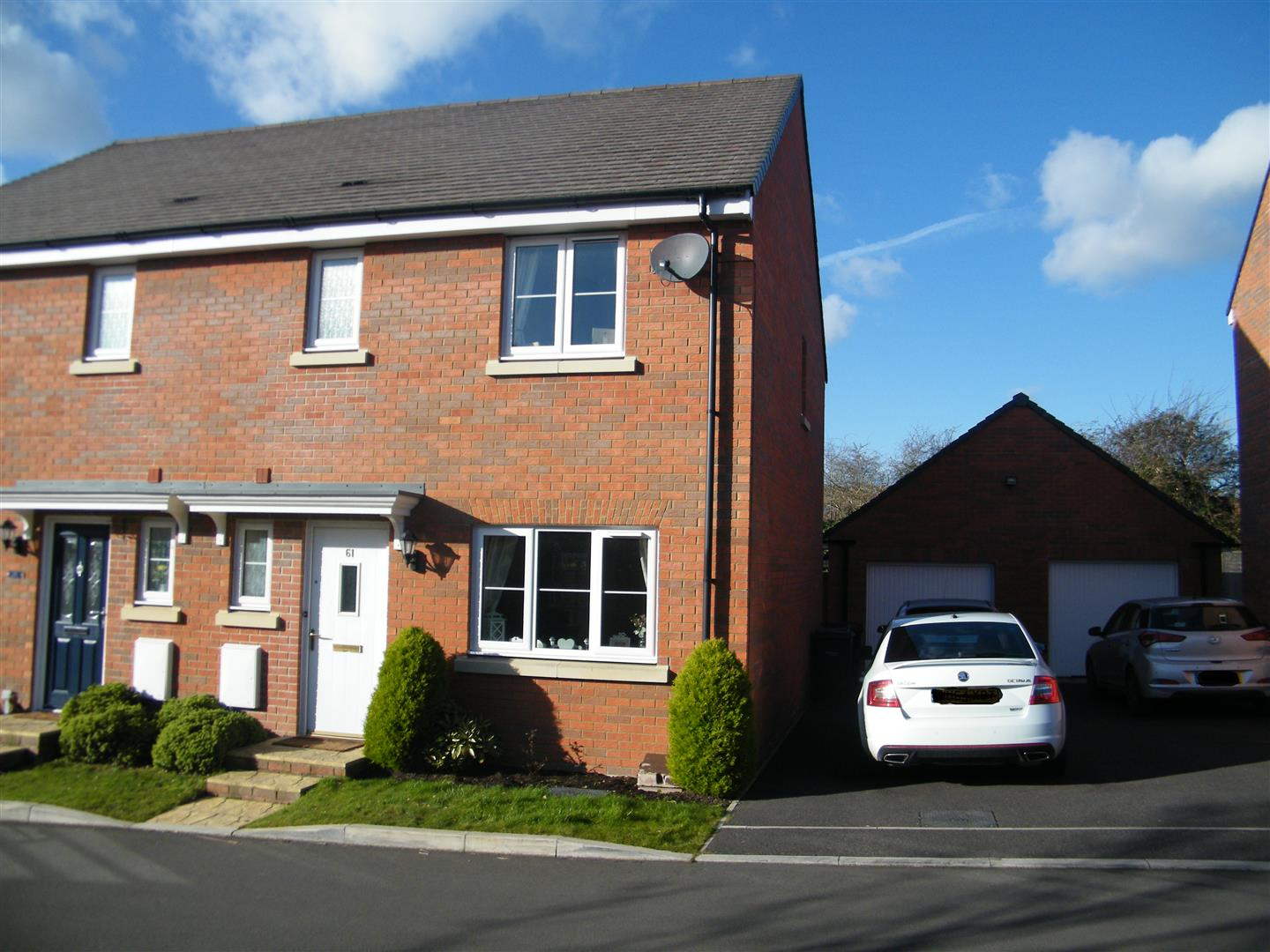 3 Bedrooms Semi Detached House for sale in Anson Avenue, Calne